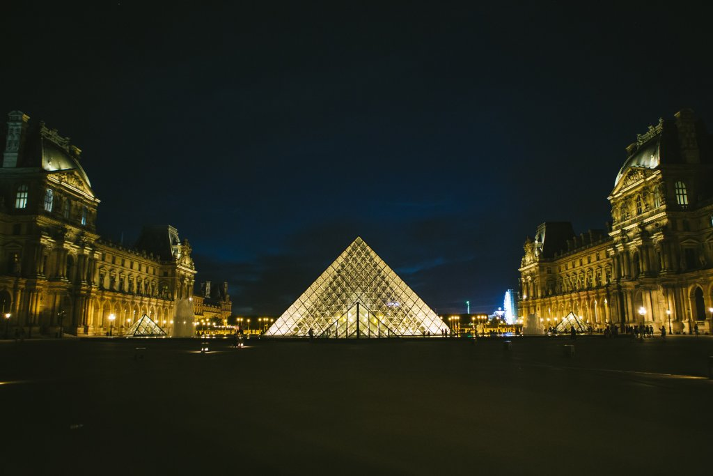 louvre museum image