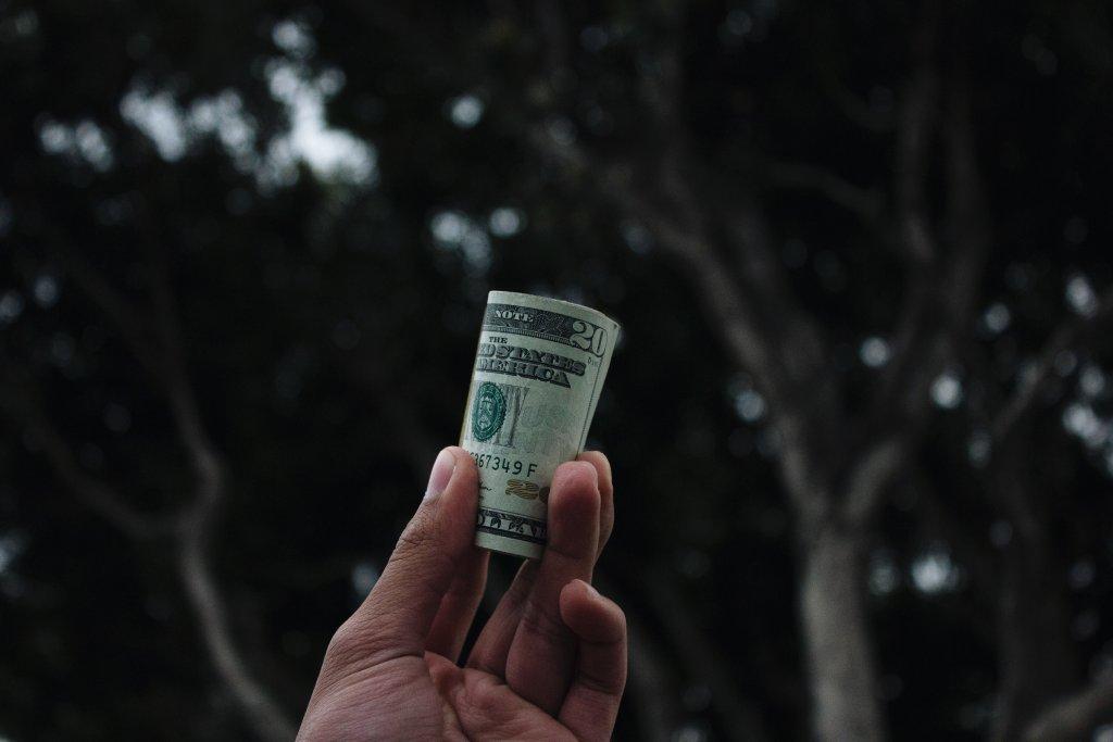 how does craigslist make money image