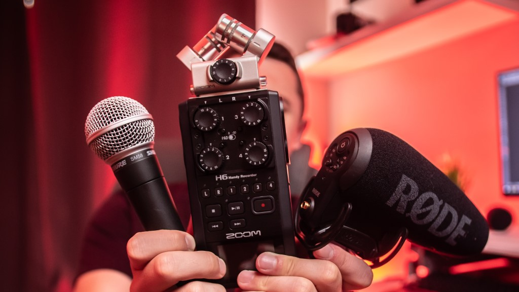 Types of Microphones for Vlogging image