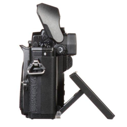 OM D E M10 III vs OM D E M5 II Build Handling image