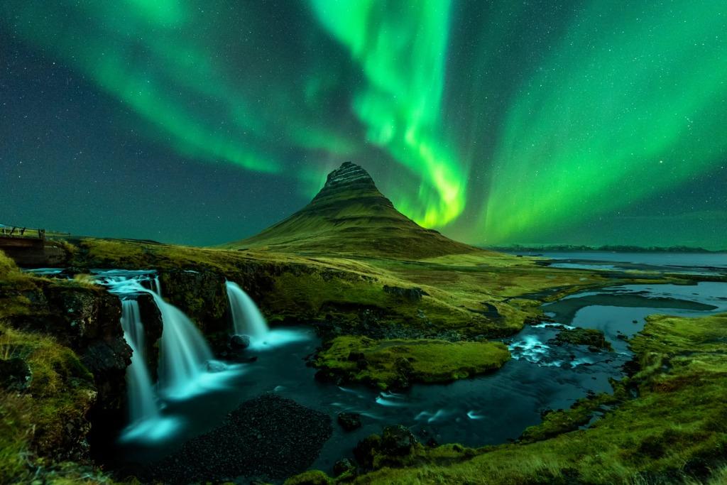 kirkjufell and kirkjufellfoss with northern lights