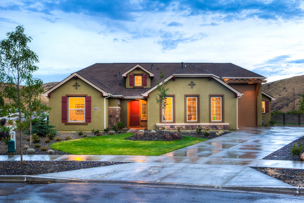 4 Real Estate Photography Tips for Maximizing Curb Appeal