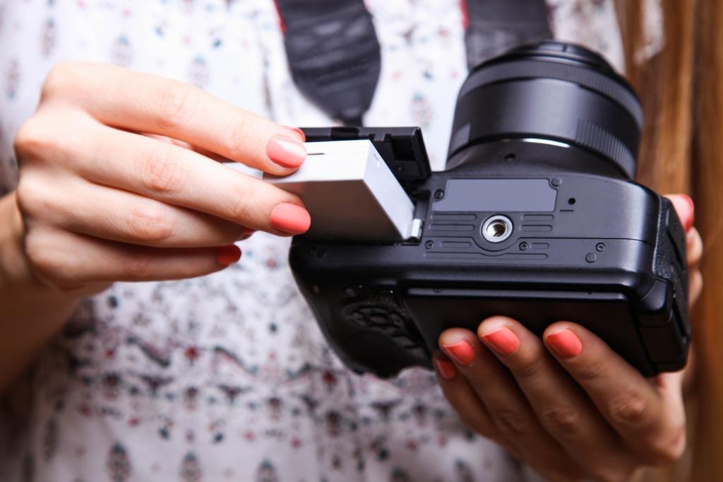 Mirrorless vs DSLR Battery Life image