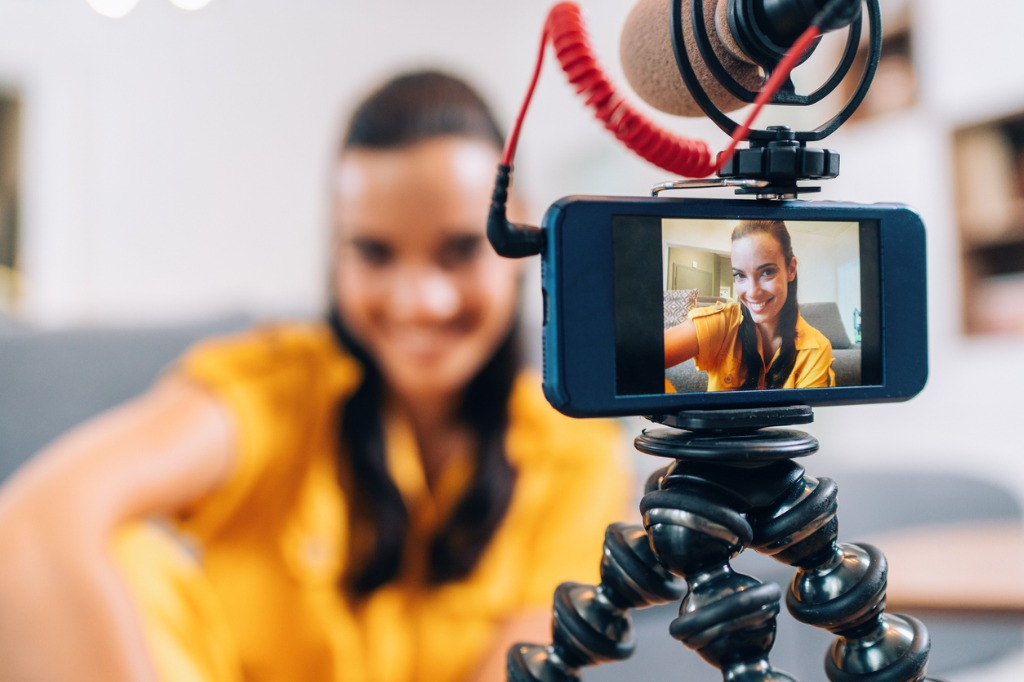Teleprompters Buyers Guide for Beginner Videographers