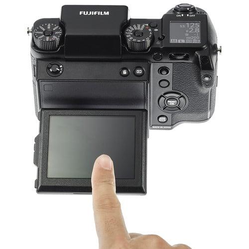 Fujifilm GFX 50S Build Handling 4 image