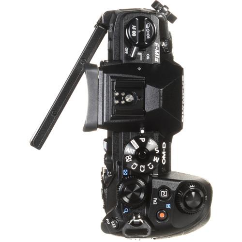 Olympus OM D E M1 II Build Handling 1 image