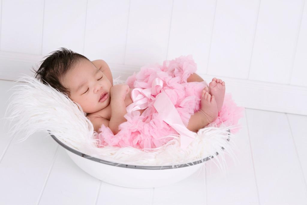 how to light a newborn portrait 4 image