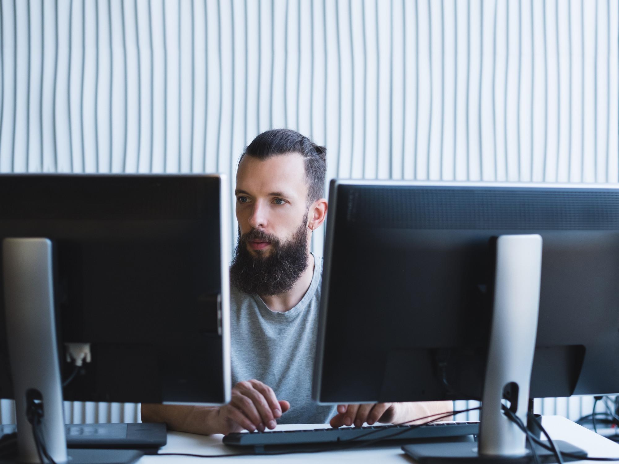 make the most of your dual monitor setupi image