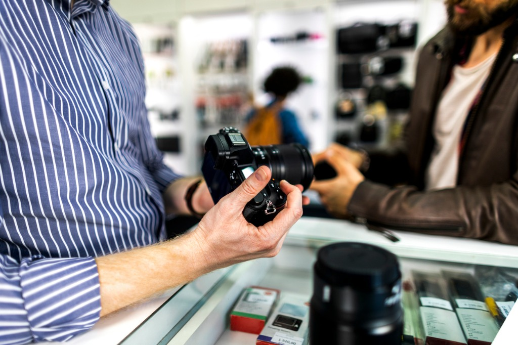 Tips for Selling Your Camera Gear Fast image