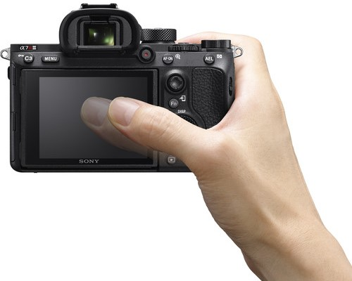 Sony a7R III Build Handling 1 image