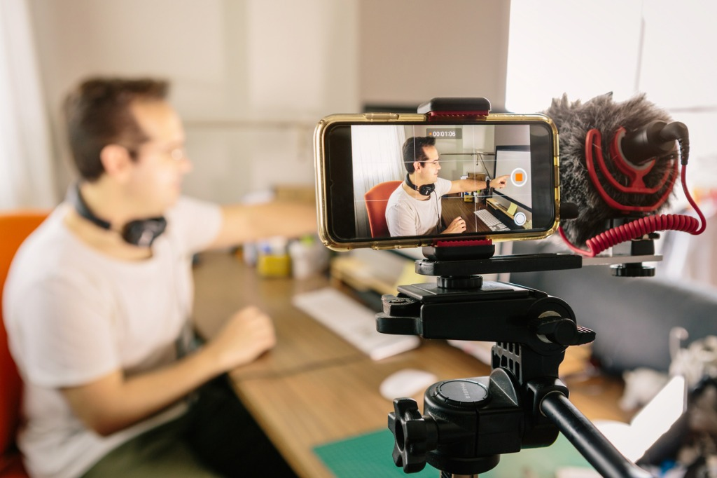 6 Tips for Recording Good Audio for YouTube Videos image