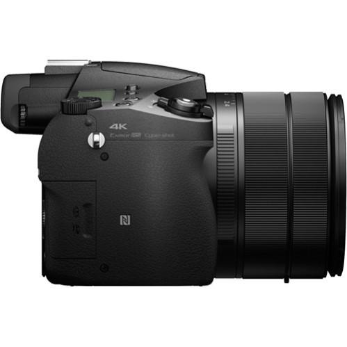 Sony Cybershot DSC RX10 III Build Handling 1 image
