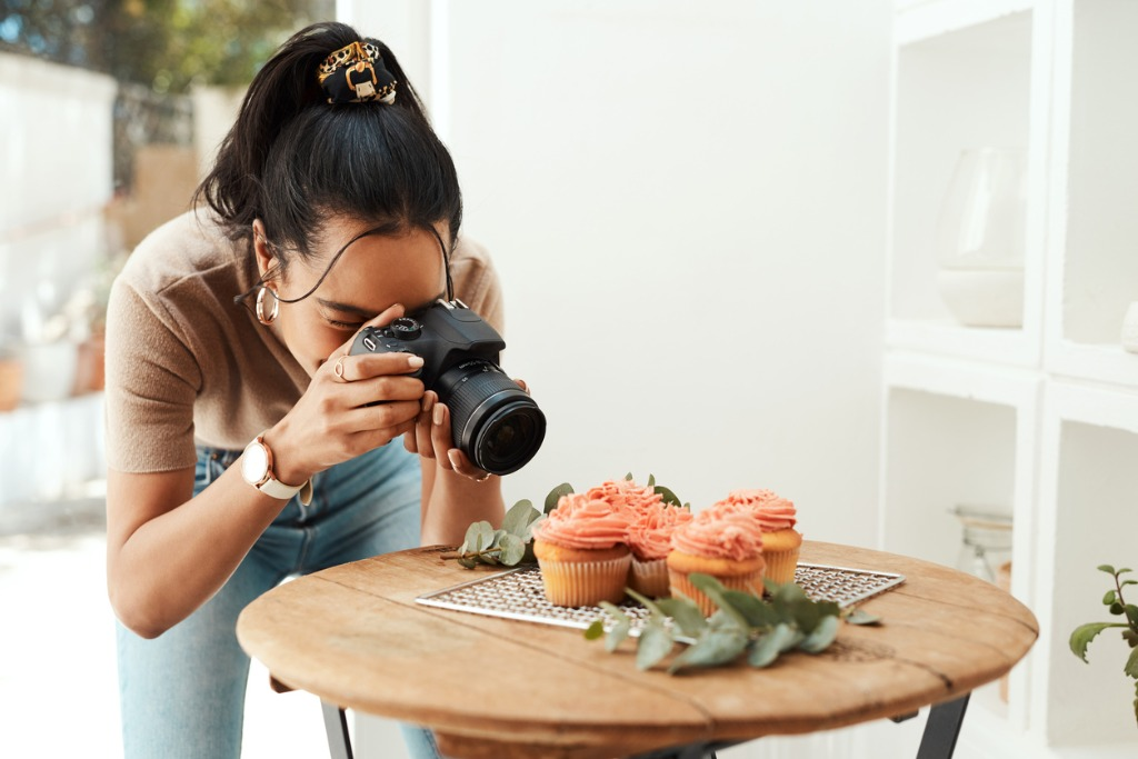 How to Become a Pro Photographer in 2021 image