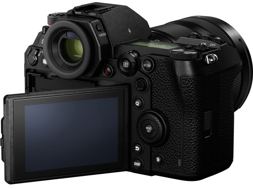 Panasonic S1R Build Handling 2 1 image