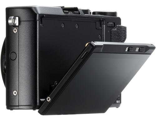 FujiFilm X70 Build Handling 2 1 image