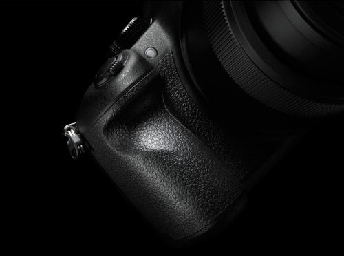 Panasonic FZ1000 Build Handling 1 1 image