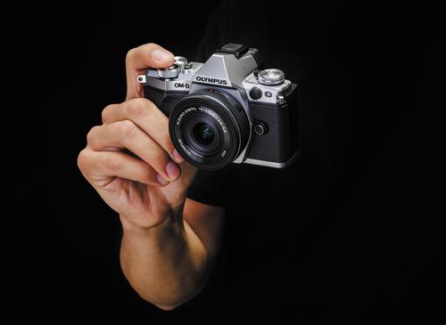 Olympus OM D E M5 II Build Handling 1 image