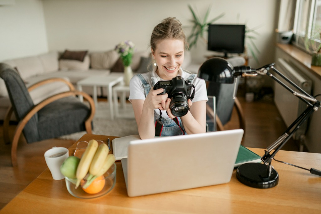 Why You Should and Shouldnt Work For Free as a Photographer image