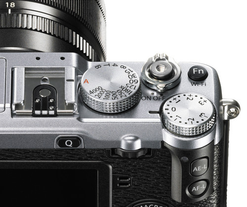 FujiFilm X E2 Build Handling 1 image