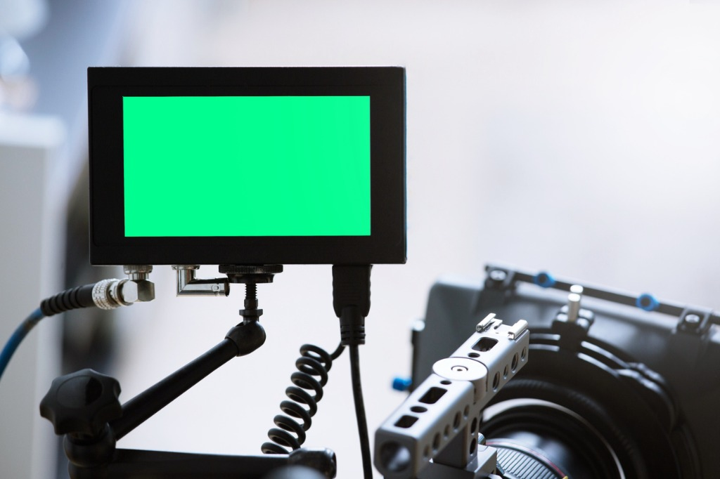 On Camera vs Field Monitors Which is Best For You image