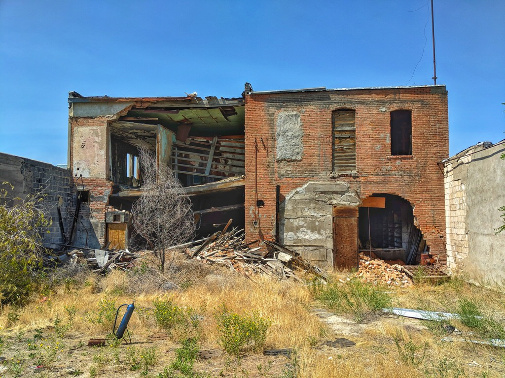 how to shoot abandoned places image