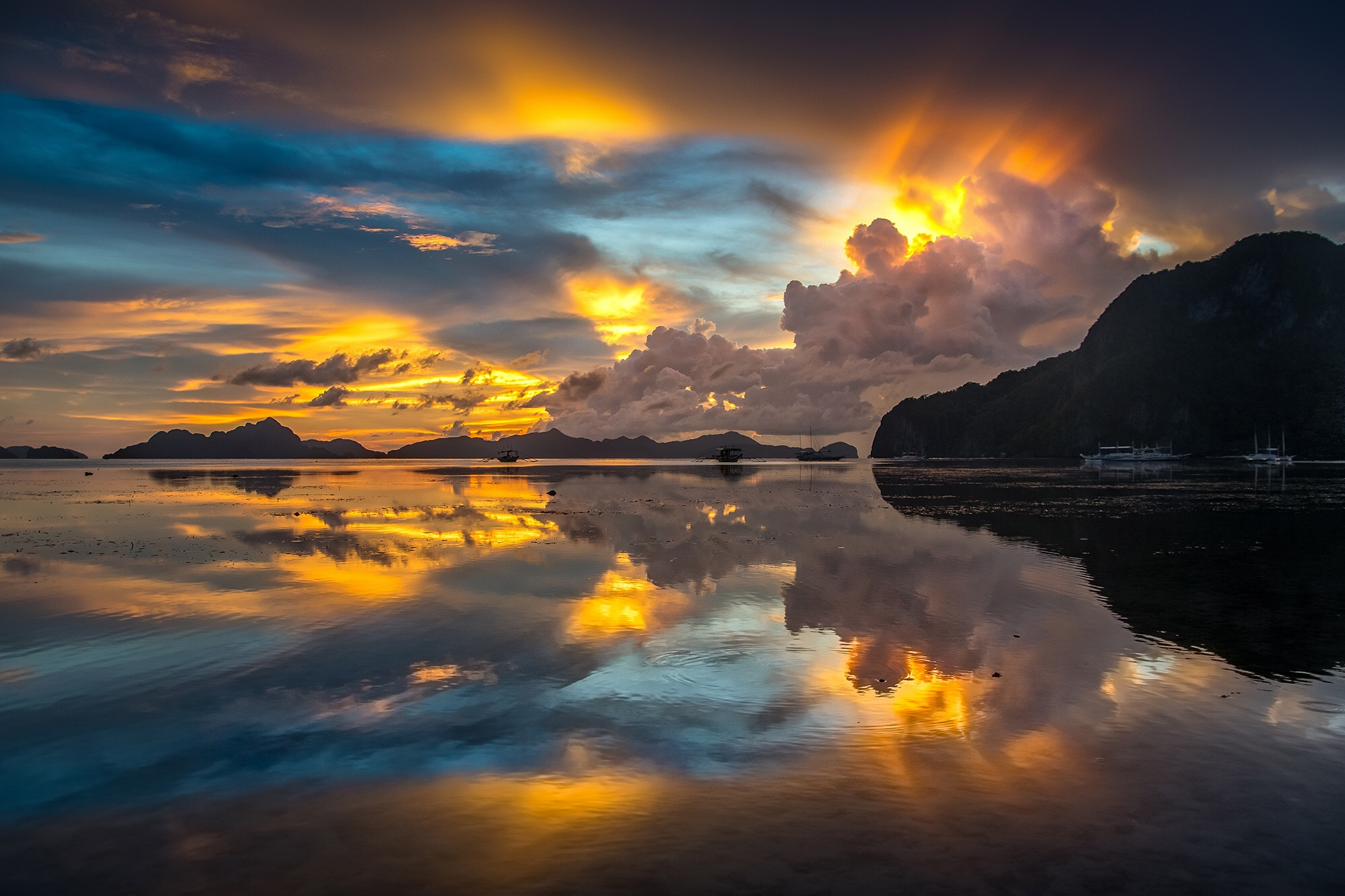Crazy sunset in El Nido