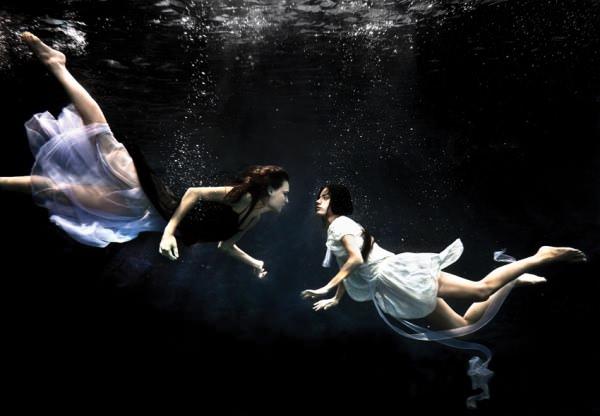miss-underwater-2 image